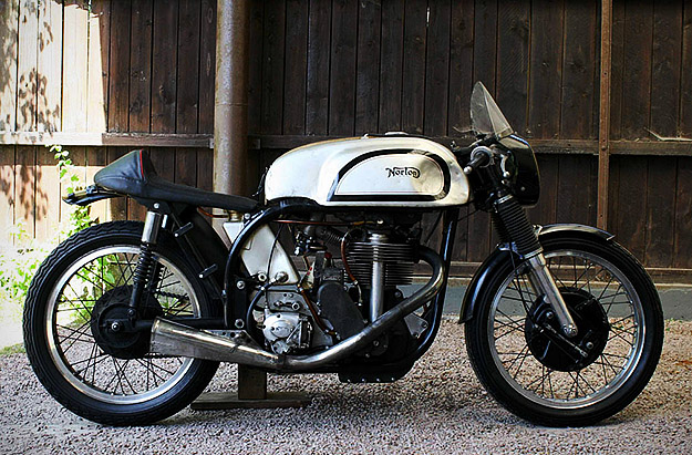 25 photos de motos anciennes. Black Bedroom Furniture Sets. Home Design Ideas