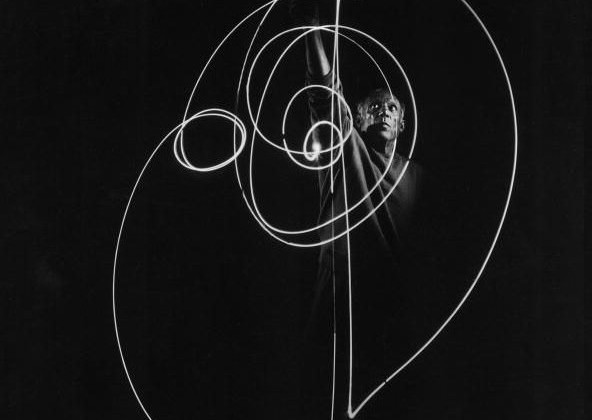 picasso-light-graffiti_9.jpg
