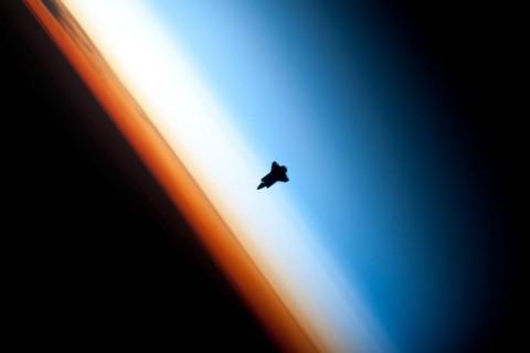 silhouette-navette-spaciale-horizon.jpg