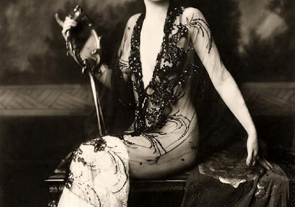 Ziegfeld-Follies-Girls-1920-Broadway-01.jpg