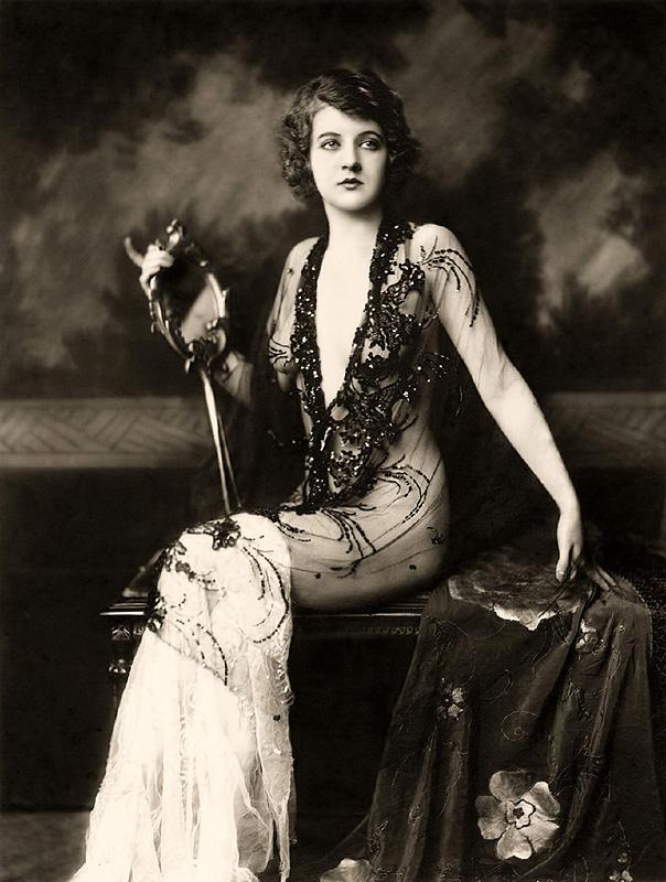 Ziegfeld Follies Girls 1920 Broadway 01 Les filles des Ziegfeld Follies dans les années 1920