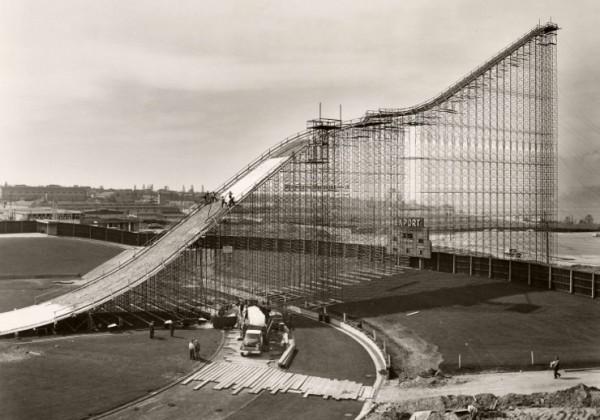 tremplin-saut-ski-empire-stadium-vancouver-1958.jpg