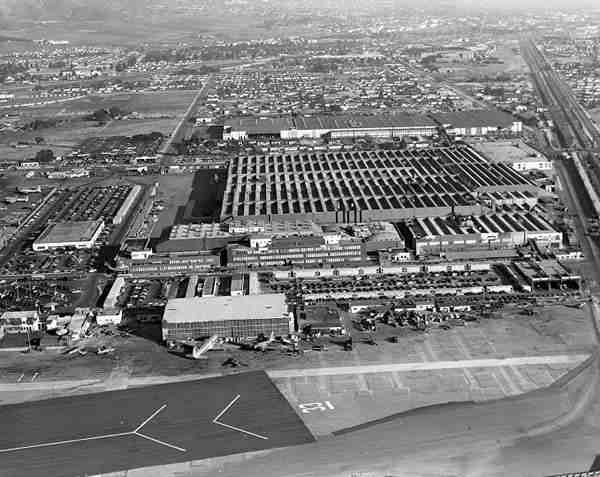 camouflage aeroport guerre mondiale 01 Quand Hollywood camouflait des bases militaires