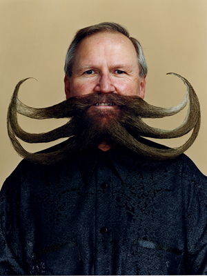 triple-cur​l-barbe-mo​ustache