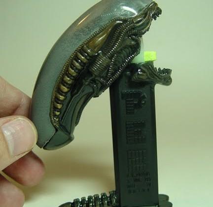 alien-pez-bonbon-dispenser