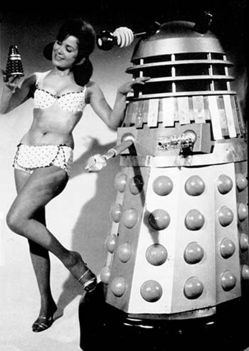 vintage femme pinup robot 05 Des femmes et des robots vintages