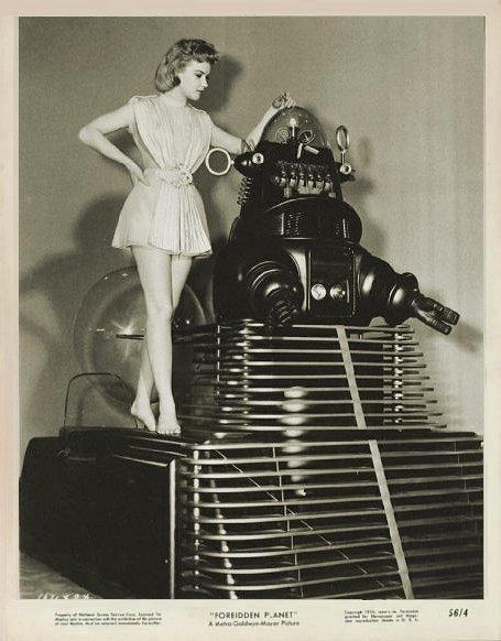 vintage femme pinup robot 10 Des femmes et des robots vintages