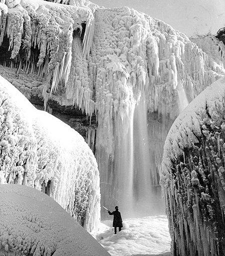 chute-niagara-gele-glace-stop-01.jpg