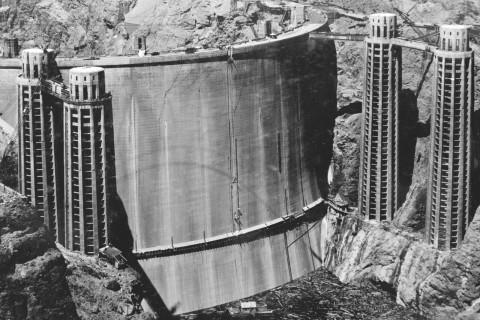Hoover-barrage-immerge-face-eau.jpg