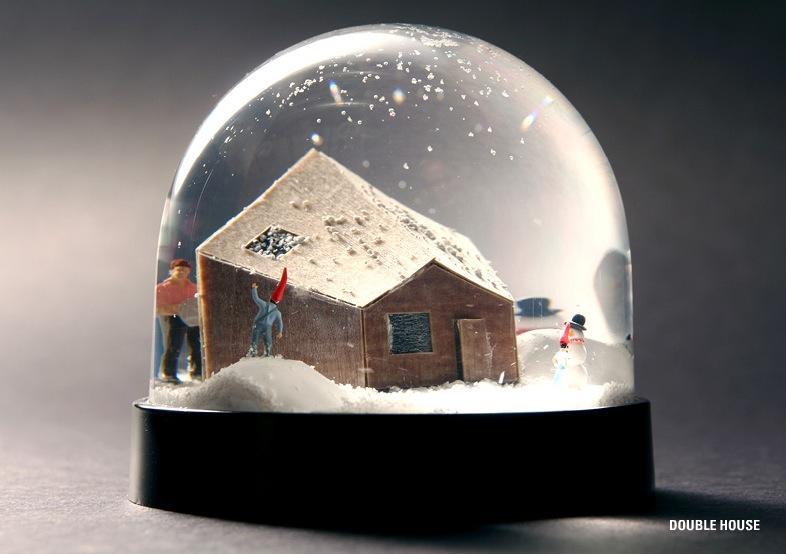 des boules neige insolites. Black Bedroom Furniture Sets. Home Design Ideas