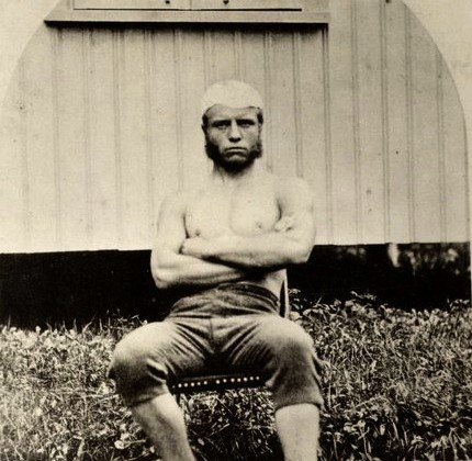 Theodore-Roosevelt-poses-in-a-chair-at-Harvard-University-circa-1877.jpg