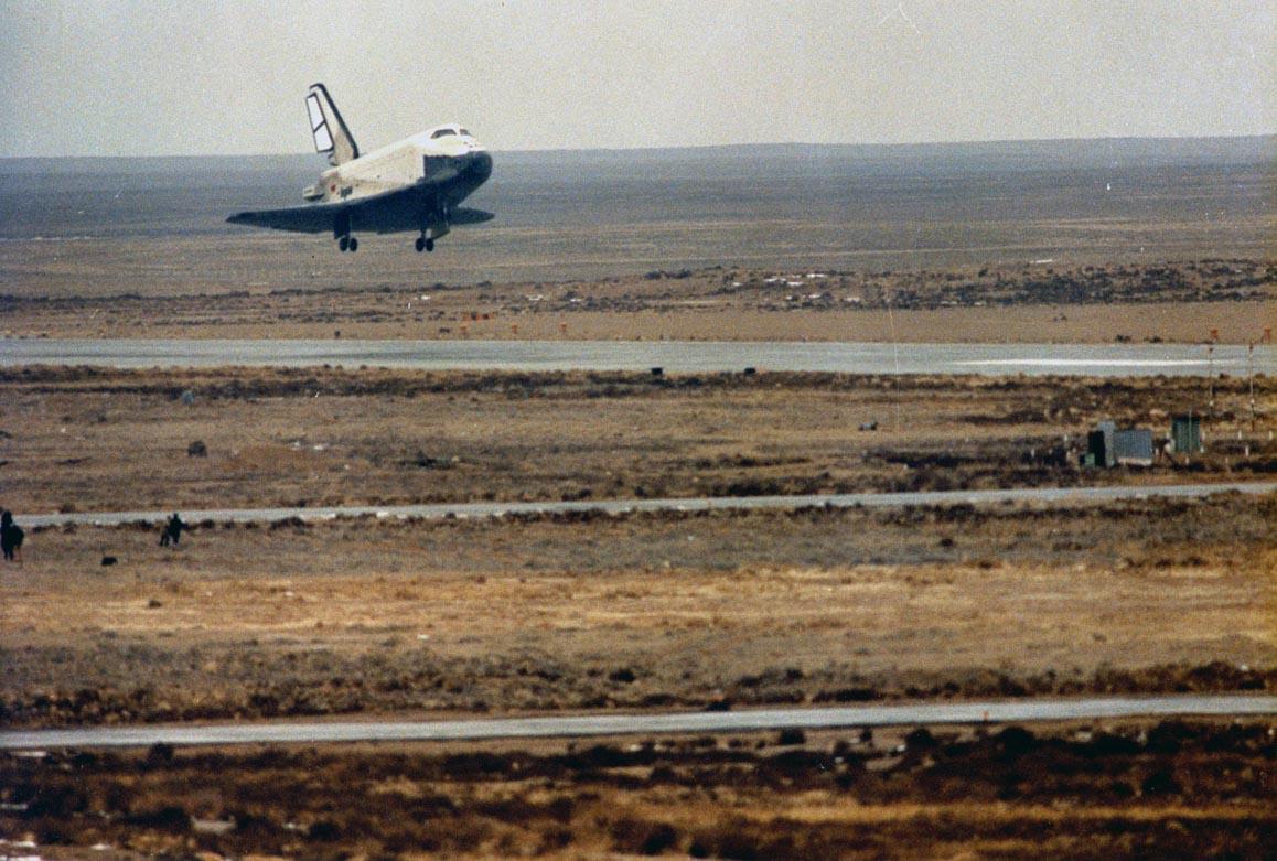 navette spatiale russe buran atterrisage 01 Buran, la navette spatiale Russe