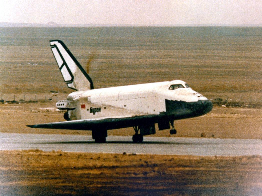 navette spatiale russe buran atterrisage 02 Buran, la navette spatiale Russe