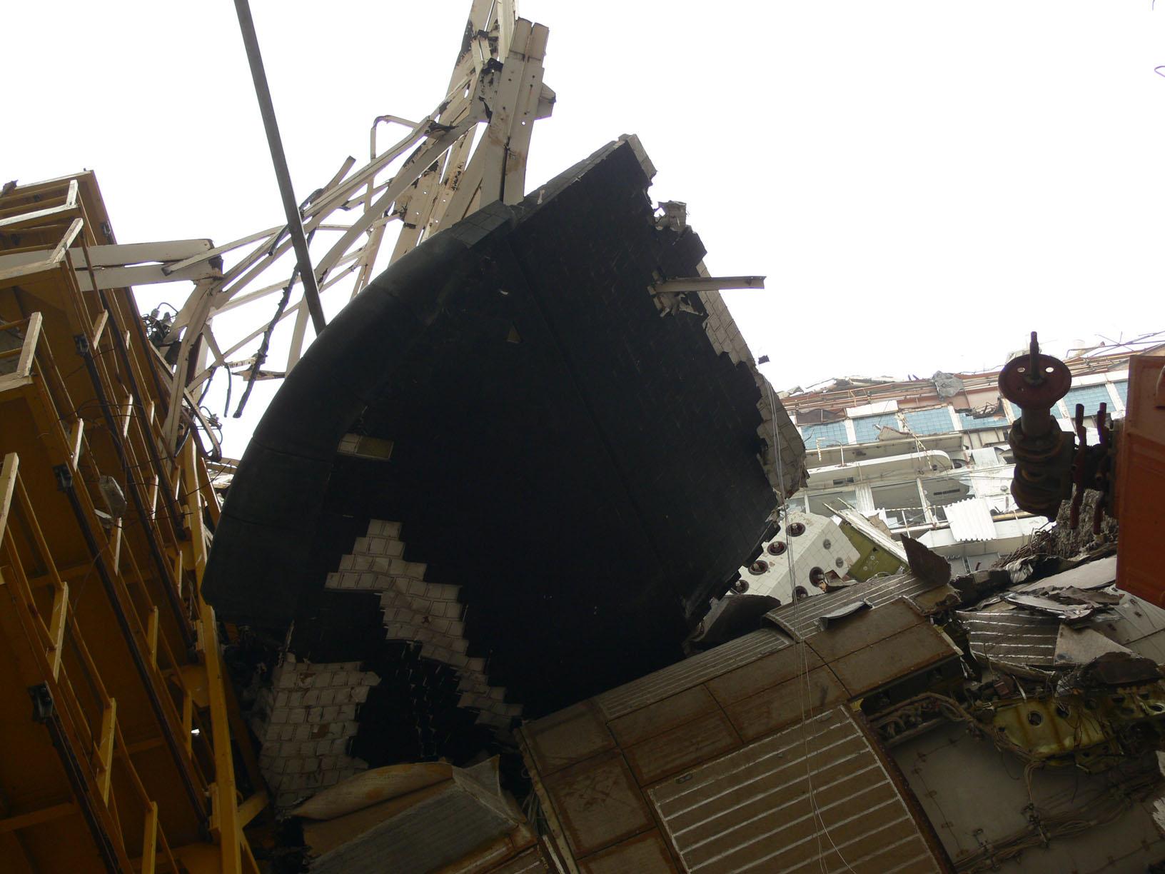 navette spatiale russe buran destruction toit 2002 04 Buran, la navette spatiale Russe