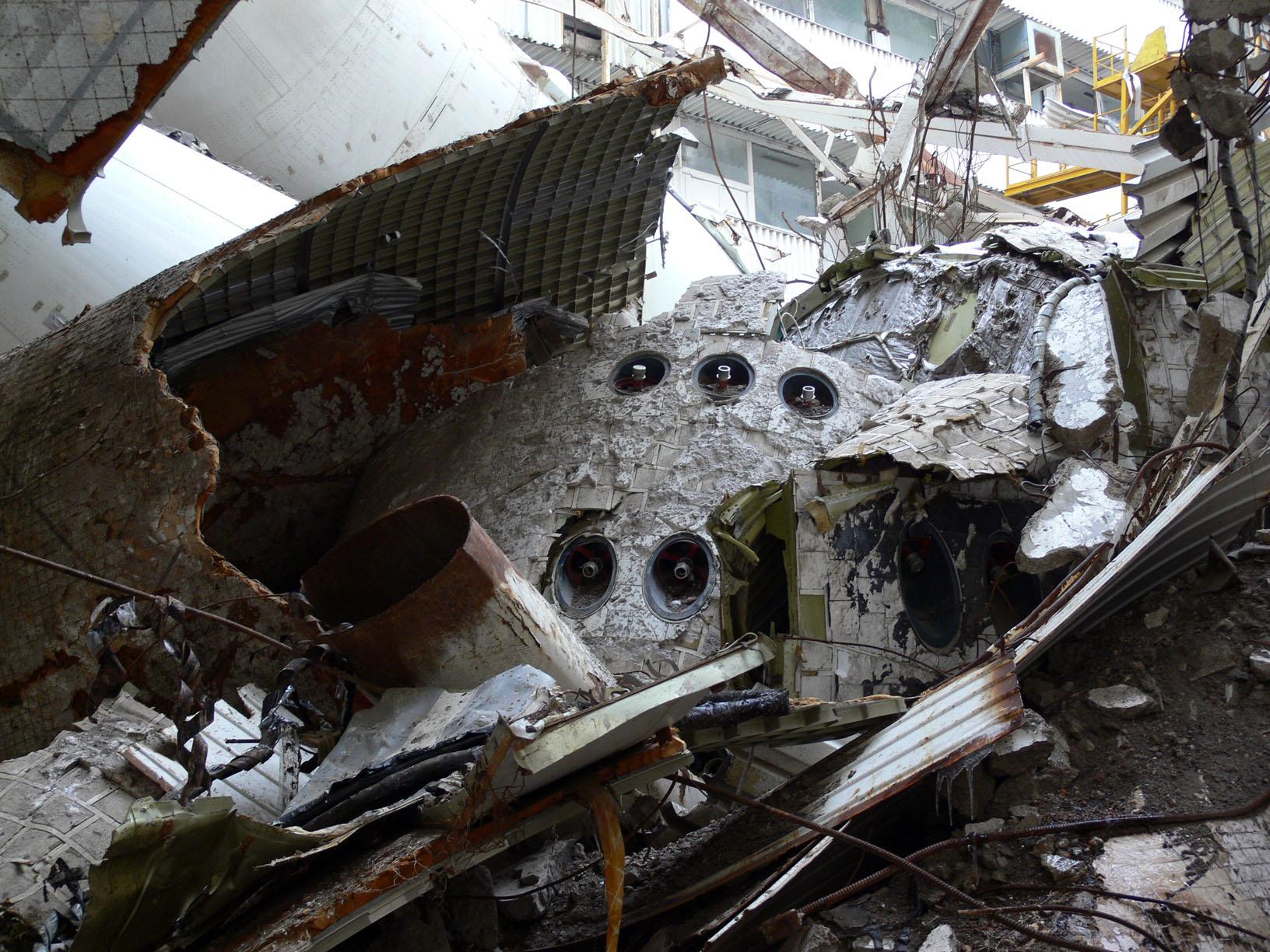 navette spatiale russe buran destruction toit 2002 05 Buran, la navette spatiale Russe