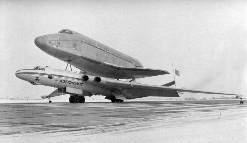 navette spatiale russe buran transport avion 02 Buran, la navette spatiale Russe