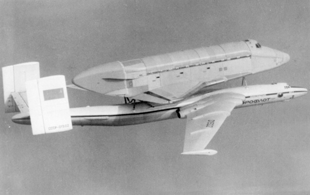 navette spatiale russe buran transport avion 03 Buran, la navette spatiale Russe