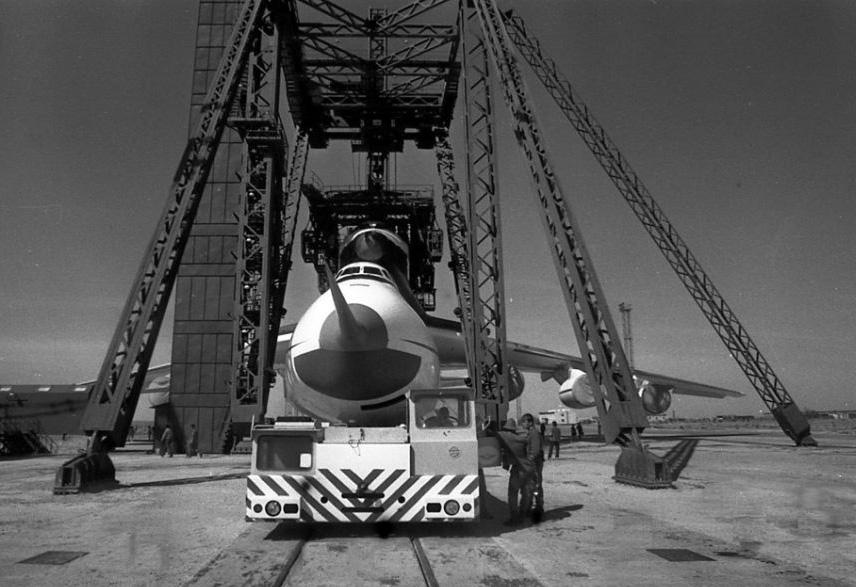 navette spatiale russe buran transport avion 05 Buran, la navette spatiale Russe