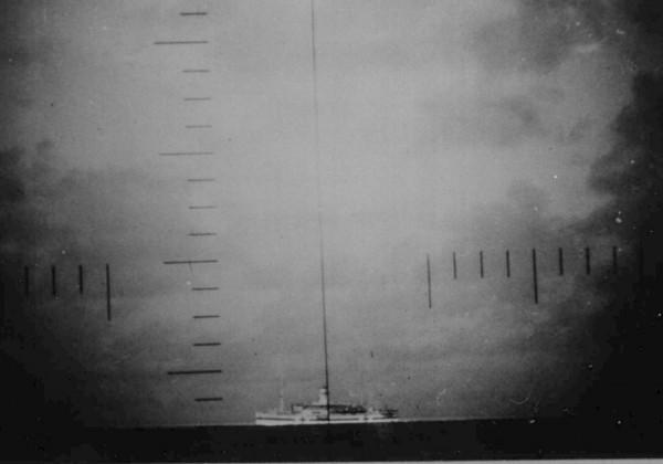 periscope-bateau-navire-torpille-coule-01.jpg
