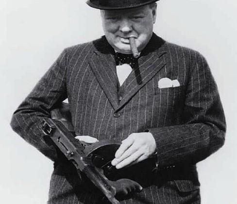 wiston-churchill-arme-badass