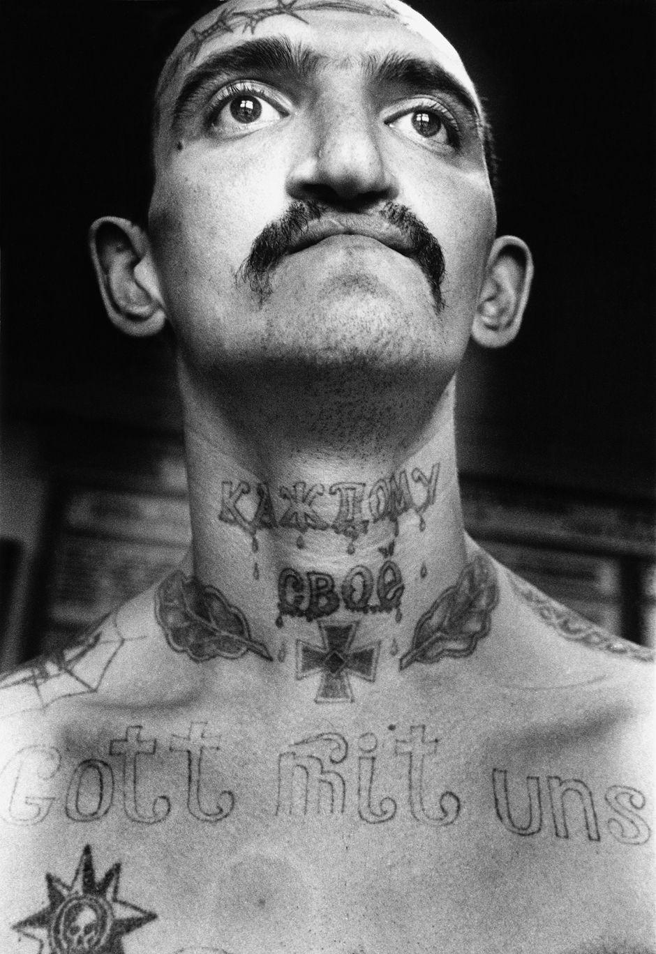 http://www.laboiteverte.fr/wp-content/uploads/2011/02/tatouage-encyclopedie-criminel-russe-prison-02.jpg