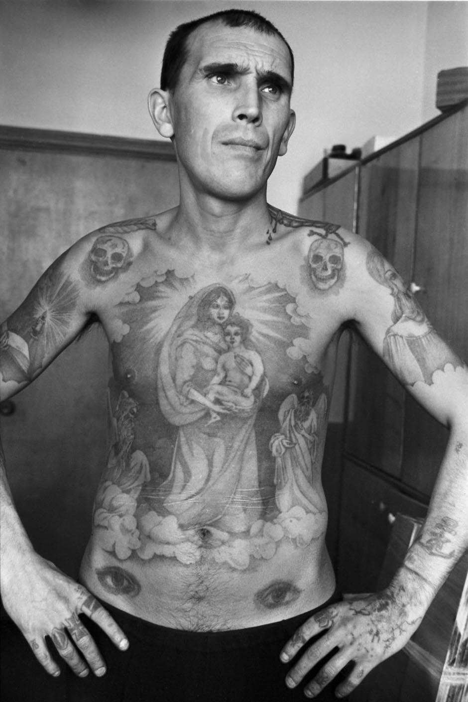 http://www.laboiteverte.fr/wp-content/uploads/2011/02/tatouage-encyclopedie-criminel-russe-prison-03.jpg