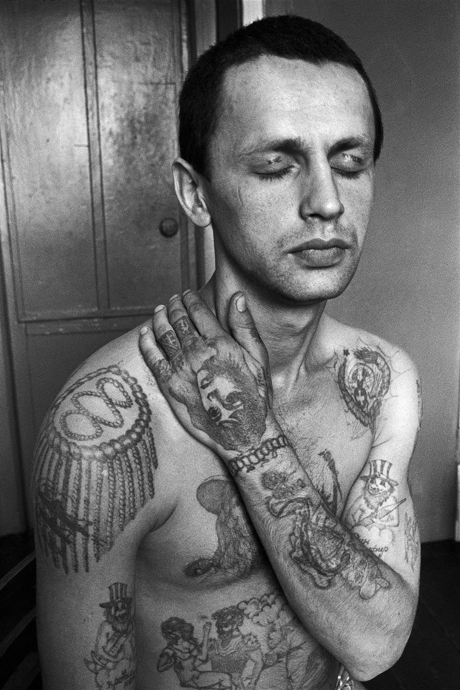http://www.laboiteverte.fr/wp-content/uploads/2011/02/tatouage-encyclopedie-criminel-russe-prison-05.jpg