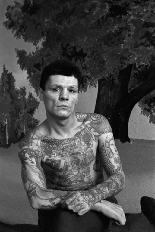 http://www.laboiteverte.fr/wp-content/uploads/2011/02/tatouage-encyclopedie-criminel-russe-prison-11.jpg