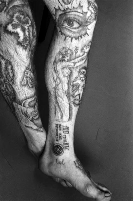 http://www.laboiteverte.fr/wp-content/uploads/2011/02/tatouage-encyclopedie-criminel-russe-prison-13.jpg