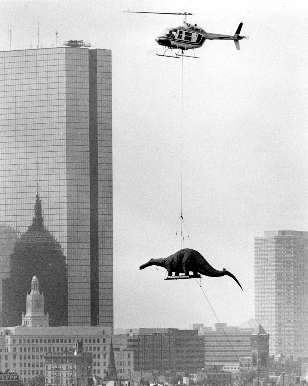 3 helicoptere dinosaure immeuble Nous navons pas de dinosaure