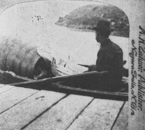 Annie Edson Taylor chute niagara tonneau tomber cascade 04 Ils ont descendu les chutes du Niagara en tonneau
