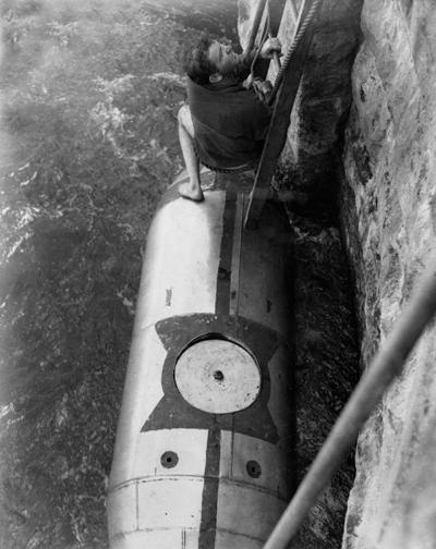 Bobby Leach niagara chute tonneau descendre 02 Ils ont descendu les chutes du Niagara en tonneau