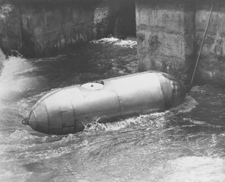 Bobby Leach niagara chute tonneau descendre 03 Ils ont descendu les chutes du Niagara en tonneau
