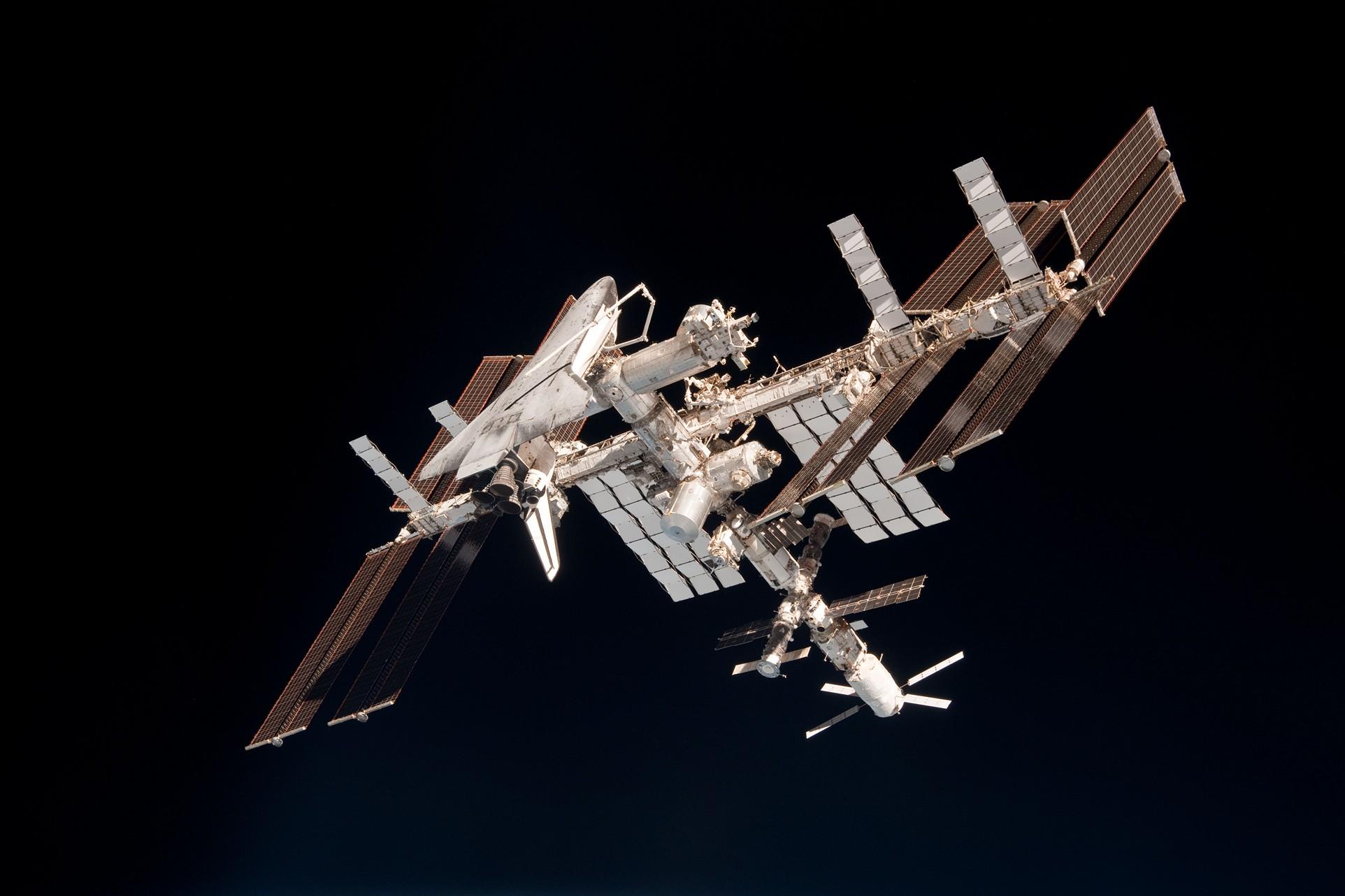 sm-navette-spatiale-iss-station-spatiale-01.jpg
