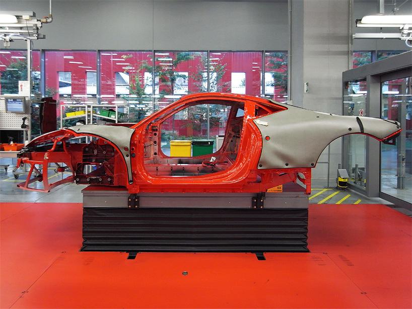 Visite de l'usine Ferrari ! (galerie & vidéo sur Bidfoly.com) By Laboiteverte Visite-usine-ferrari-voiture-interieur-03