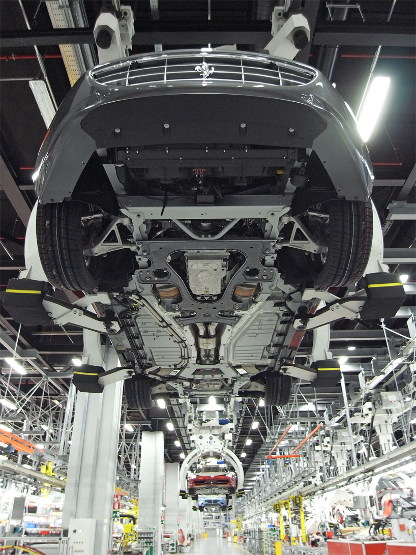 Visite de l'usine Ferrari ! (galerie & vidéo sur Bidfoly.com) By Laboiteverte Visite-usine-ferrari-voiture-interieur-04