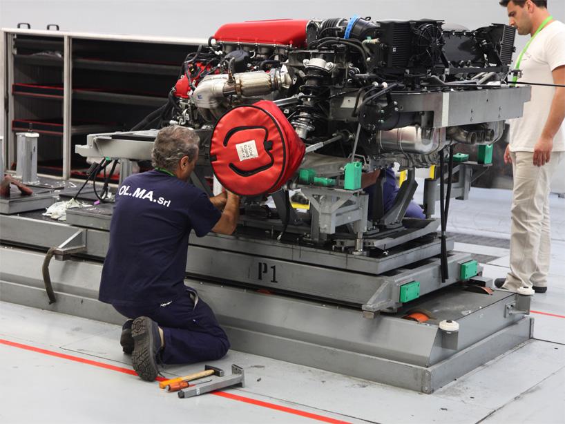 Visite de l'usine Ferrari ! (galerie & vidéo sur Bidfoly.com) By Laboiteverte Visite-usine-ferrari-voiture-interieur-17