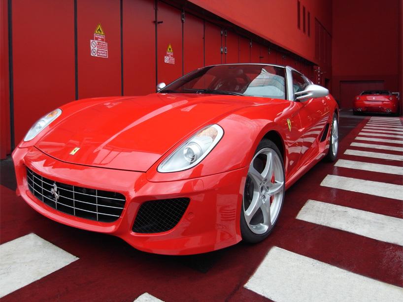 Visite de l'usine Ferrari ! (galerie & vidéo sur Bidfoly.com) By Laboiteverte Visite-usine-ferrari-voiture-interieur-22