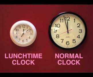 Une horloge qui augmente la pose déjeuner