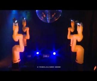 Des robots industriels dansent sur Daft Punk