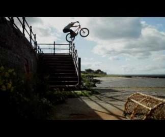 Jolie vidéo d'acrobaties à vélo