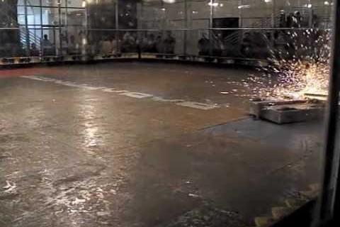 Combats de robots au ralenti