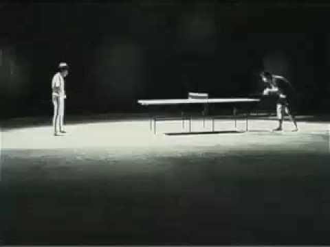 Bruce Lee joue au ping pong avec un Nunchaku