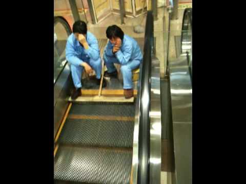 Nettoyer un escalator
