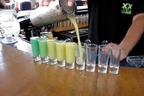 Un arc en ciel de cocktails venant du même shaker