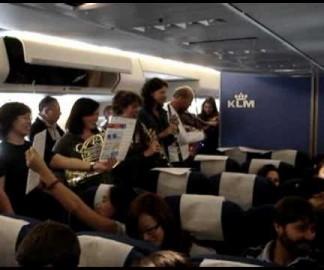L'orchestre d'Amsterdam joue dans un Boeing 747