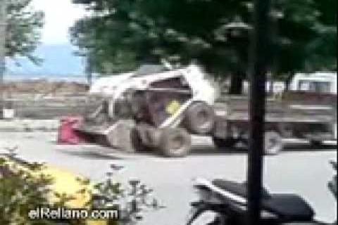 Charger une mini-pelle dans un camion