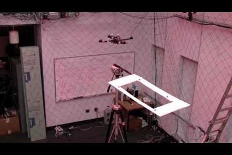 Un drone quadrirotor super agile