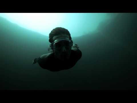 Du base jump sous l'eau