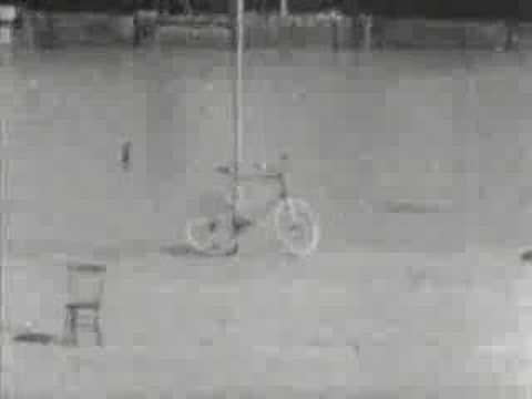 Thomas Edison filme des cascades en vélo en 1899